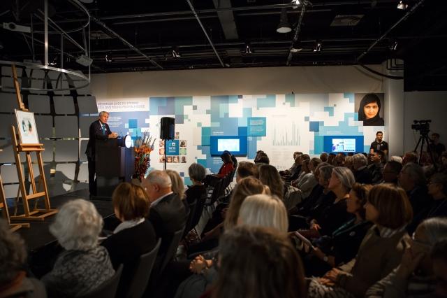 Fullt hus da Jagland holdt foredrag inne i utstillingen Be Democracy, der Malala er en av historiene.