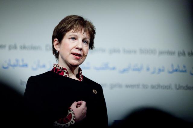 """Utstillingen """"I Afghanistan"""" ble i februar 2012 åpnet av Lyse Doucet, er en av BBCs fremste korrespondenter. Lyse har som Lynsey arbeidet og rapportert fra Sør- Asia i en årrekke, og Lyse Doucet har også vært BBCs korrespondent i Kabul og Islamabad.  Foto: Sara Johannessen / Nobels Fredssenter"""